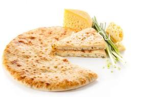 Пирог с осетинским сыром и зеленым луком - Фото