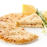 Пирог с осетинским сыром и зеленым луком Фото