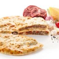 Пирог говядина, сыр, грибы, помидоры Фото