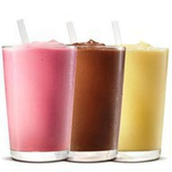Молочный шейк клубничный Фото