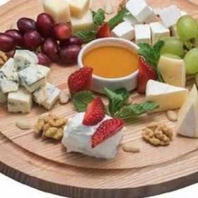Ассорти из европейских сыров - Фото