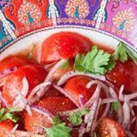 Салат из розовых помидоров - Фото