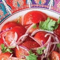 Салат из розовых помидоров Фото