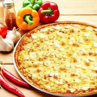 Пицца с курицей (на томатном соусе) Фото