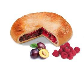 Пирог со сливой и малиной - Фото