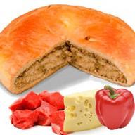 Пирог с говядиной, сыром и перцем Фото