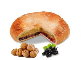 Пирог с орехом и черной смородиной - Фото