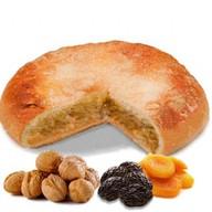 Пирог с орехом и сухофруктами Фото