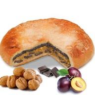 Пирог с орехом, сливой и шоколадом Фото