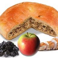 Пирог с курицей, яблоками и черносливом Фото