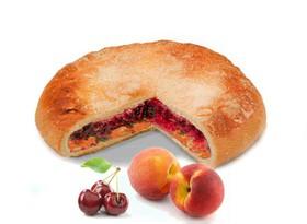 Постный пирог с вишней и персиком - Фото