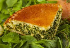 Пирог с лососем и шпинатом - Фото