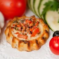 Перепечки с томатом и базиликом Фото