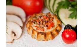 Перепечки с томатом и базиликом - Фото