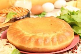 Пирог с горбушей, капустой и томатами - Фото