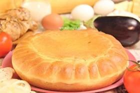 Пирог с курицей, баклажаном и томатами - Фото