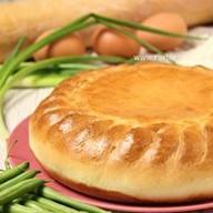 Пирог с фасолью, яйцом и зеленым луком Фото