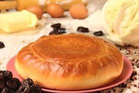 Пирог с капустой и черносливом - Фото