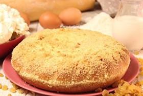 Пирог с творогом и изюмом - Фото