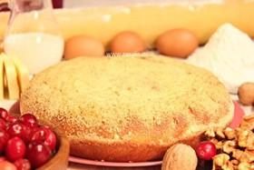 Пирог с орехом и брусникой - Фото
