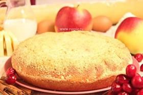 Пирог с яблоком и брусникой - Фото