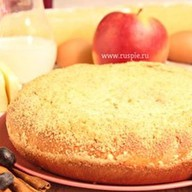 Пирог с яблоком и черной смородиной Фото