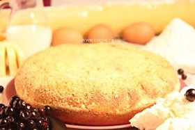 Пирог с творогом и черной смородиной - Фото