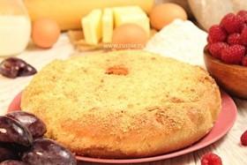 Пирог со сливами и малиной - Фото