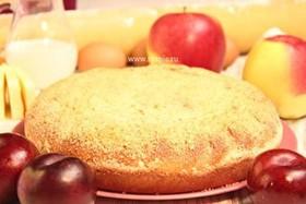 Пирог с яблоком и сливой - Фото