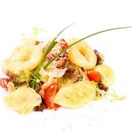 Острый салат с овощами в темпуре Фото