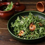 Один из салатов средиземноморской кухни Фото