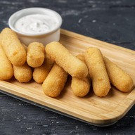 Сырные палочки с соусом дор-блю Фото