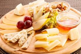 Ассорти из благородных сыров - Фото