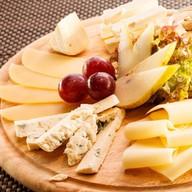 Ассорти из благородных сыров Фото
