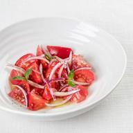 Салат из розовых томатов Фото
