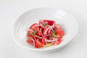 Салат из розовых томатов - Фото