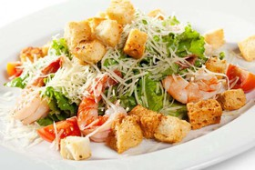 Цезарь салат с королевской креветкой - Фото