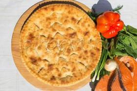 Осетинский пирог с сёмгой и помидорами - Фото