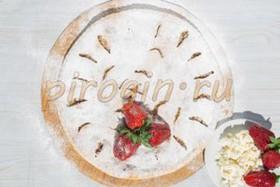 Творожный пирог с клубникой - Фото