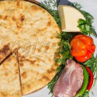 Осетинский пирог с сыром и курицей Фото