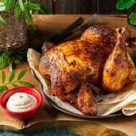 Фермерский цыпленок на гриле с соусом Фото
