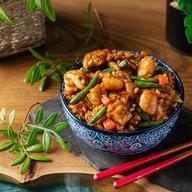 Жареный рис с курицей Фото