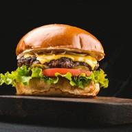 Чизбургер большой Фото