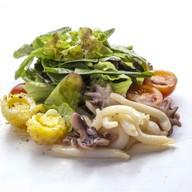 Салат из кальмаров и осьминожек Фото