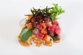 Поке с лососем, тунцом и лакедрой - Фото
