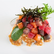 Поке с лососем, тунцом и лакедрой Фото