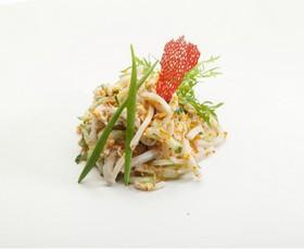 Салат из кальмаров и крабового мяса - Фото