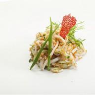 Салат из кальмаров и крабового мяса Фото