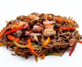 Гречневая лапша с морепродуктами - Фото