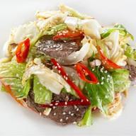 Салат с говядиной и хрустящими овощами Фото